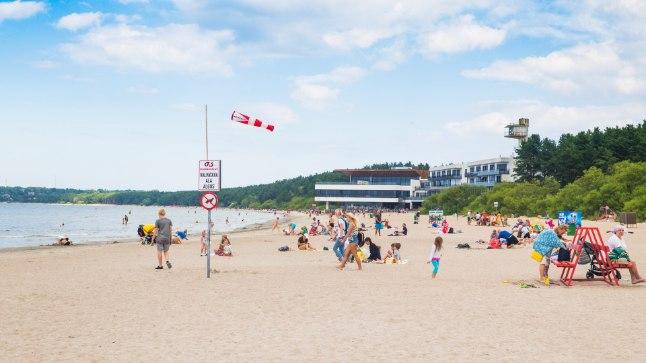Береговая охрана: <font color=&quot;#d30008&quot;>на пляже в Пирита воруют рюкзаки</font>