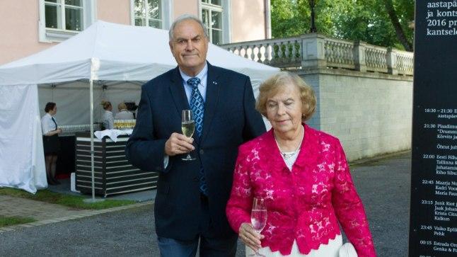 Тийт Маде с супругой на летнем приеме у президента в 2016 году