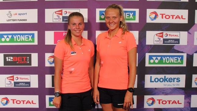 """Helina Rüütel (vasakul) ja Kristin Kuuba said lennufirma """"pingutusele"""" vaatamata mängida siiski ühte värvi särkides."""