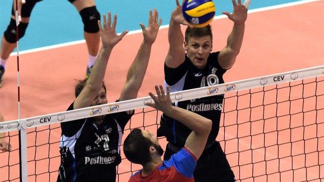 Esimeses geimis välja vahetatud Oliver Venno ja Andri Aganits blokis.