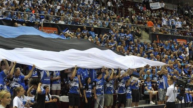 Eesti vollefännid avamängus Soomega.