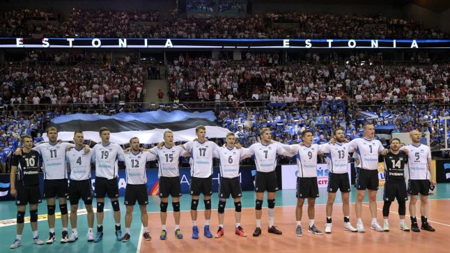 Eesti võrkpallikoondis enne mängu Poolaga.