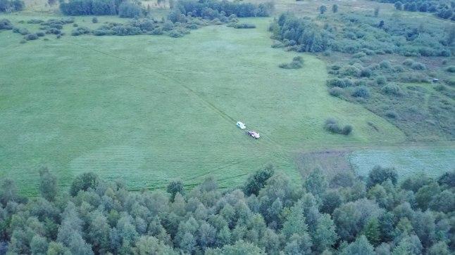 OTSE METSA: Motodeltaplaan kukkus Kuusiku lennuvälja lähedale metsa ja süttis.