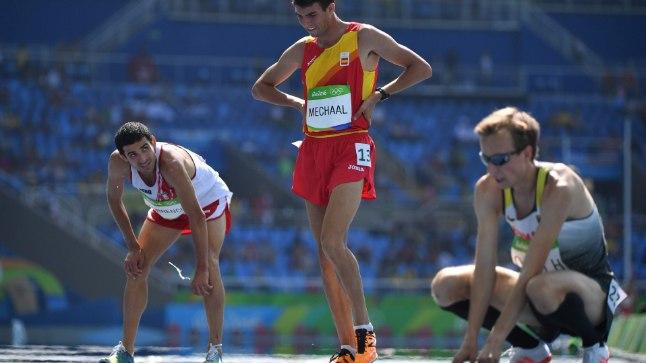 David Torrence (vasakul) pärast Rio de Janeiro OMi 5000 meetri eeljooksu, kus ta püstitas uue Peruu rekordi 13.23,20, mis kehtib tänaseni.