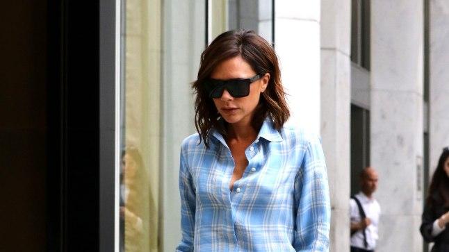 b2c4a22585e Trendilooja Victoria Beckham lehvib linna peal eri värvi pidžaamades ...