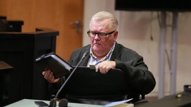 VÄSINUD POLIITIK: Edgar Savisaar köhis istungil raskelt ja sagedamini kui varem.
