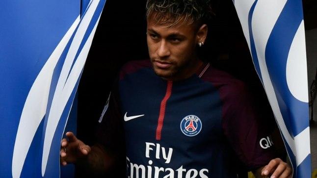 Neymar oma uue koduklubi särgis.