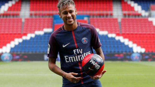 Neymar oma tuttuues mängusärgis.