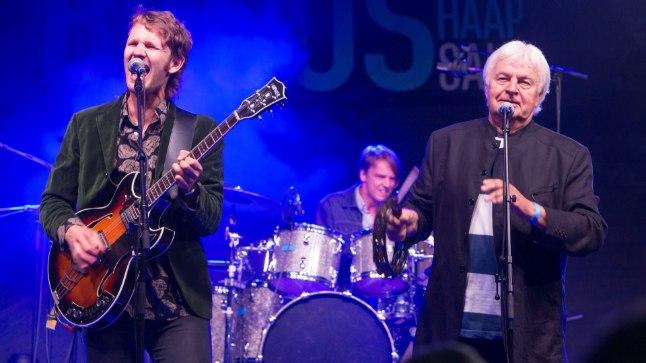 POEG JA ISA: Seljad kokku pannud Robert ja Ivo Linna andsid koos ansambliga vägeva kontserdi, kus kõlas nii bluusi kui ka rokki.