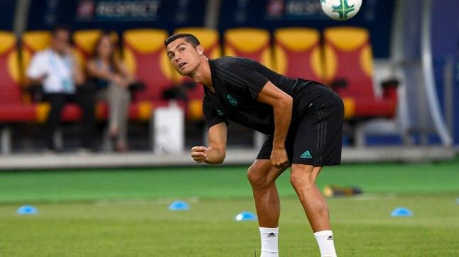Cristiano Ronaldo Madridi Reali treeningul palliga lustimas.