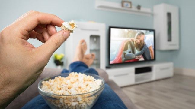 Lõpeta teleri ees nosimine - nii unustad sa end kergelt ja ahmid sisse liiga palju hulga kaloreid.