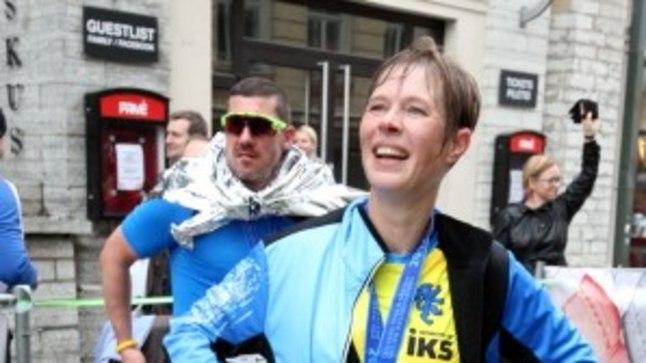 Märg ja õnnelik Kersti Kaljulaid lõpetas poolmaratoni suurepärase ajaga