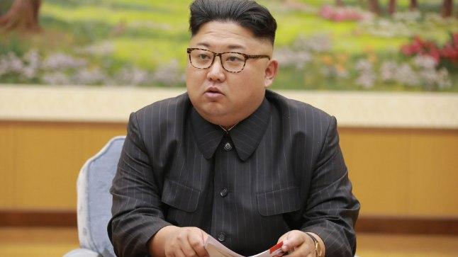 Avalikuse ees eelistab kommunismimeelne Kim Jong-un Manchester Unitedi särgile sõjaväelist mundrit või pintsakut.