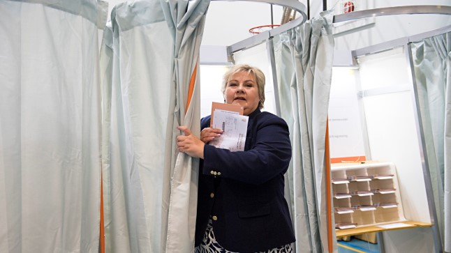 Norra peaminister Erna Solberg Bergenis hääletamas 11. septembril 2017.