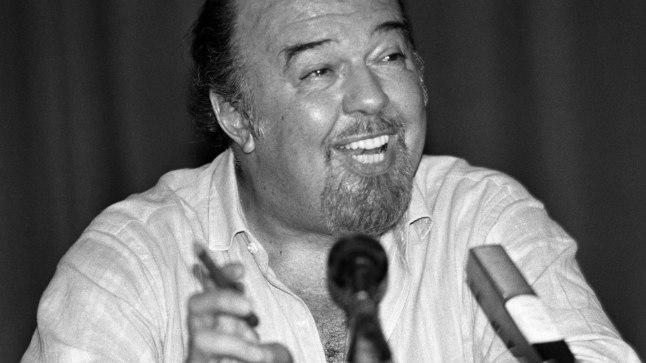 Sir Peter Hall 1988. aastal.