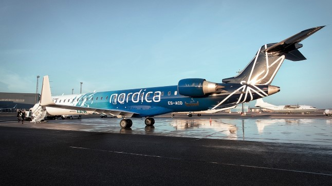 KAKS HINDA   sama lennuk, samad teenindajad, kaks erinevate hindadega menüüd.