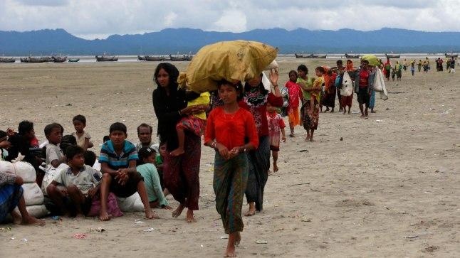 PÕGENIKUD: Järjekordne rühm rohingjasid on jõudnud paatidega Myanmari naaberriiki Bangladeshi. Viimase kolme nädala jooksul on Myanmarist põgenenud 400 000 rohingjat.