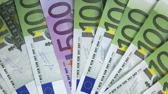 Euro banknotes - 2014 100 & 500 Euro notes with 1? coin