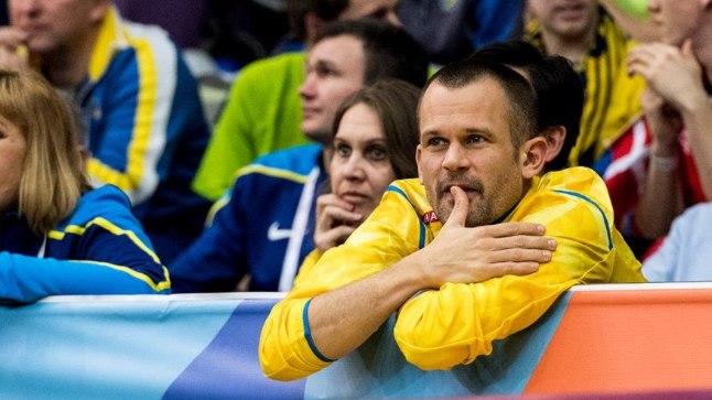 Stefan Holm võistlust jälgimas.