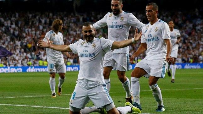 Karim Benzema Madridi klubi särgis väravat tähistamas.