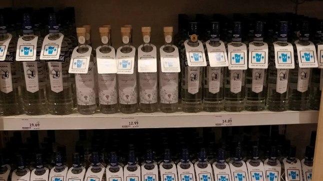 Kampaania käigus ilmusid kauplustesse pudelitele sildid soovitusega alkoholile vett vahele juua