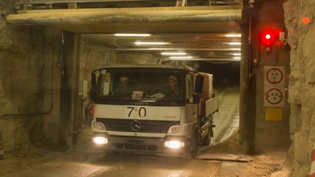<p>ALGUS: Estonia kaevandusse viivale kaldteele pääseb läbi kahe lüüsi, mis kaitsevad tuuletõmbuse eest.</p>
