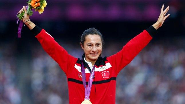 Asli Cakir Alptekin Londoni olümpiakullaga.