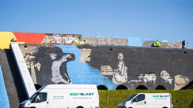 25. septembril alustati Tallinna linnahalli seinte pesemist maalingutest.
