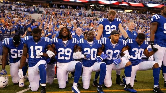 Margus Hunt (nr. 92) otsustas eile USA hümni ajal erinevalt paljudest meeskonnakaaslastest püsti seista.