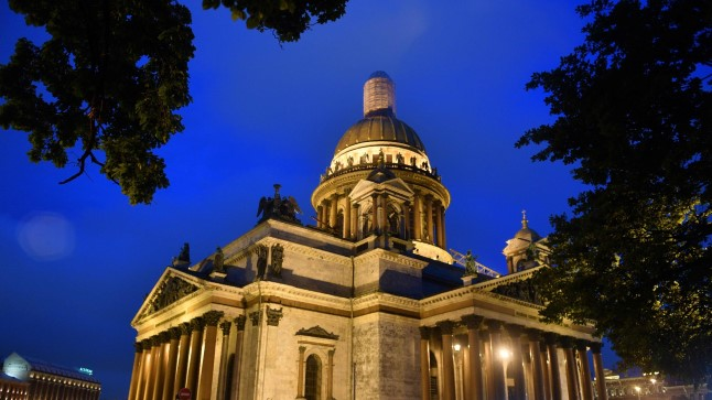 A view of the 19th-century St. Isaac's Cathedral in Saint Petersburg at the early hours of June 19, 2017. / AFP PHOTO / Mladen ANTONOV
