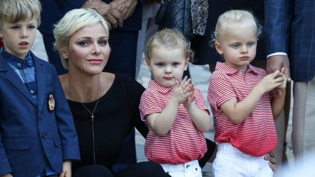 Vürstinna Charlene koos oma laste Jacques'i (paremal) ja Gabriellaga.