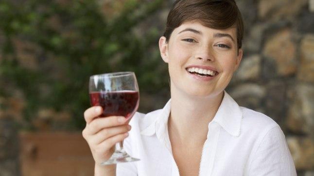 Vähese kalorsusega kokteililurride asemel rüüpa klaas head veini.