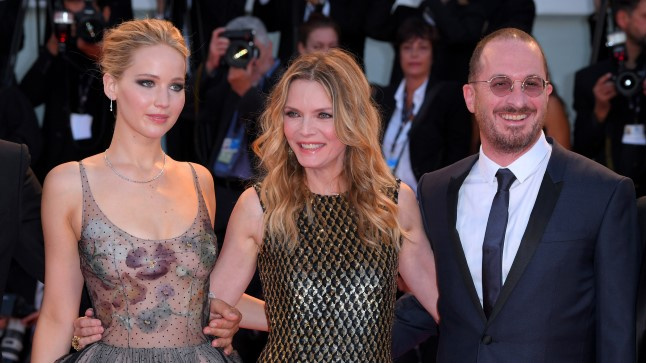 Vasakult: Jennifer Lawrence, Michelle Pfeiffer ja Darren Arnonofsky.