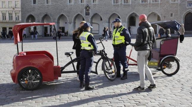 Tallinna Raekoja platsil tehti velotaksodele haarang teisipäeval, 5. septembril, 2017 kella 16.30 paiku