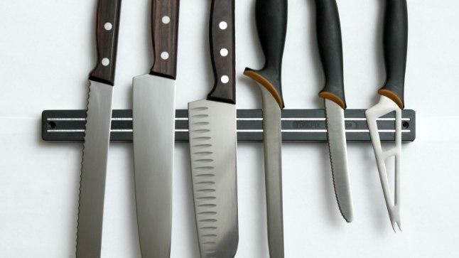 Kõige lihtsam on hankida köögis enim kasutust leidvate nugade komplekt, mis on kokku pandud kodukokkade vajadusi silmas pidades. Fotol on noad hoiustatud magnethoidjale.