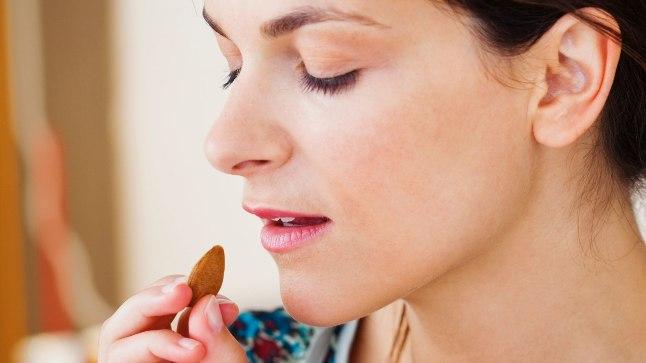 Mandlid sisaldavad nii süsivesikuid, valke kui ka südamesõbralikku rasva, samuti on neis ohtralt vitamiine ja mineraalaineid.