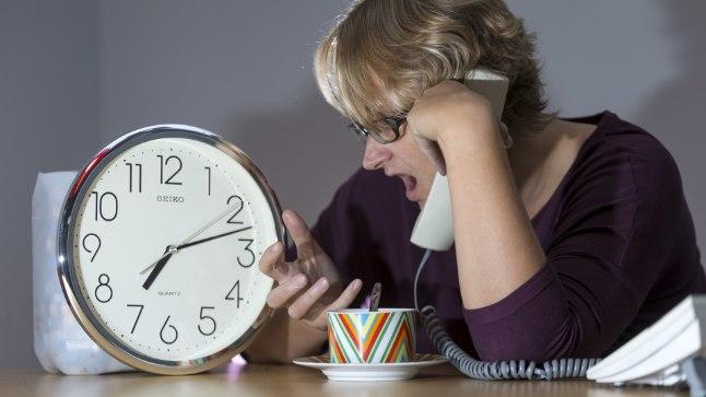 TELEFONIMÄNG: Kas sel esmaspäeval kell 7.15 näkkab ja õnnestub olla üks neist kümnest õnnelikust, kes saab silmaarsti aja? Kui mitte, siis tuleb nädala pärast uuesti helistada. Fotolavastus.