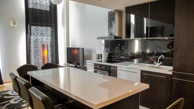 Avatud köök-elutoas söögi tegemine on kinnisvaraeksperdi sõnul suur vingutamine ja vorstisärin.