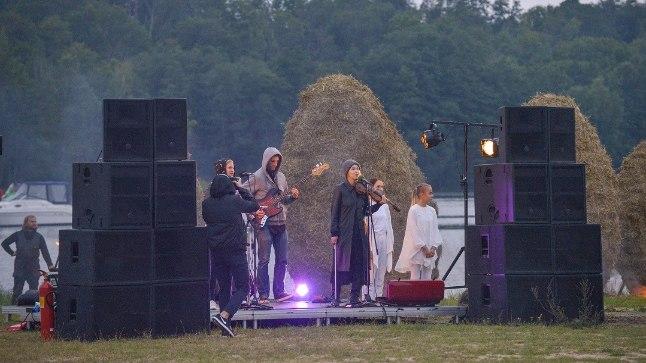 Performance Viljani järve ääres 7. septembril 2017.