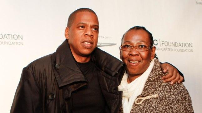 Jay-Z koos oma ema Gloriaga 2011. aastal.
