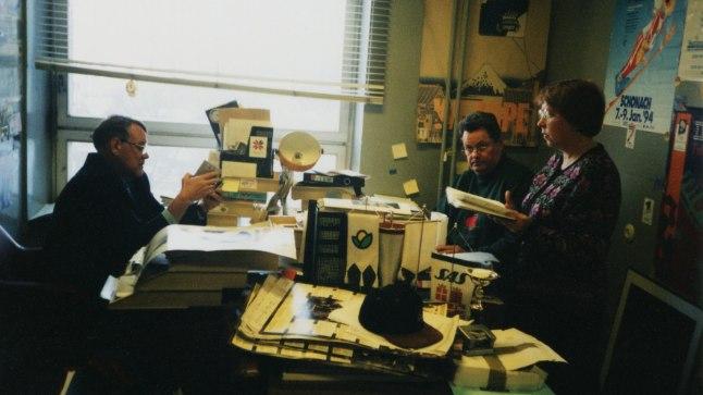 SPORDITOIMETUSE TUBA: Vasakult sporditoimetuse juht Toomas Uba, korrespondent Tiit Rääk ja režissöör Eha Väinsalu 1996. aastal.