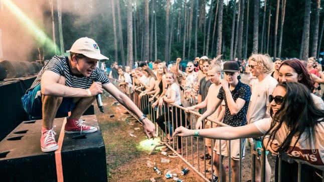 POEEDIHING: Lemmikute ja mõjutajatena toob EiK välja Ameerika kunstiräppar Milo, sõnamängude poolest tuntud luuletaja Artur Alliksaare ja Chalice'i, kellega ta tegi 2015. aastal ka koostööd. Pilt on tehtud sel suvel Intsikurmu festivalil.