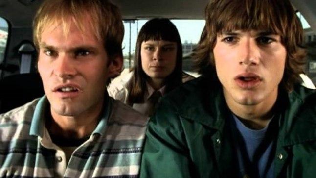 """Stseen filmist """"Kutt, kus mu auto on?"""". Chester Greenburg (Seann William Scott) ja Jesse Montgomery III (Ashton Kutcher)."""