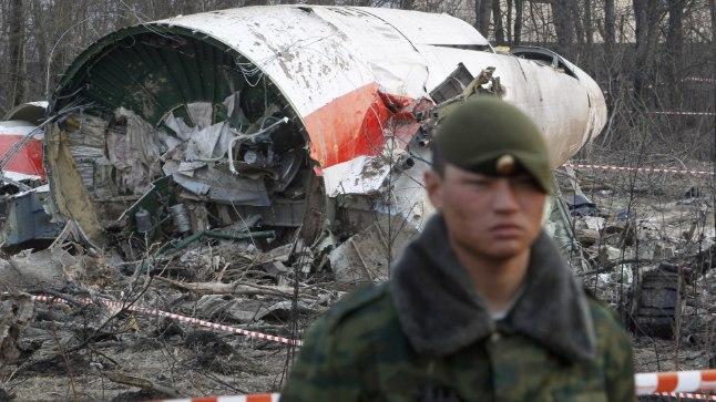 TÕEOTSINGUD: 10. aprillil 2010 kukkus Venemaal Smolenski lähedal alla Poola presidendilennuk Tu-154M. Hukkusid kõik 96 lennukis olnud inimest. Poola uurimiskomisjon väitis kolmapäeval, et lennuki pardal toimus vähemalt kolm plahvatust. Venemaa eitab pommiversiooni.
