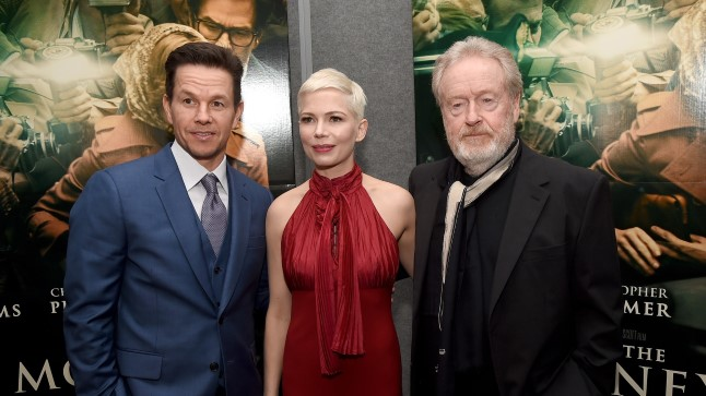 """Mark Wahlberg, Michelle Williams ja Ridley Scott """"Kogu maailma raha"""" esilinastusel."""