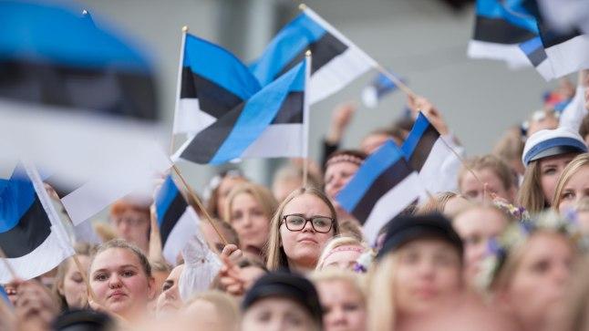 """Ka Eestist on Euroopa Liiduga liitumise järel palju välja rännatud, aga statistilised andmed näitavad, et Lätiga võrreldes on olukord märksa parem. Fotomeenutus mullusest noorte laulupeost """"Mina jään""""."""