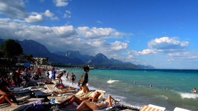 TASKUKOHANE TÜRGI: Puhkajaid ootab suur valik hotelle, maitsev toit ja mis peamine - päikeses sillerdav meri.