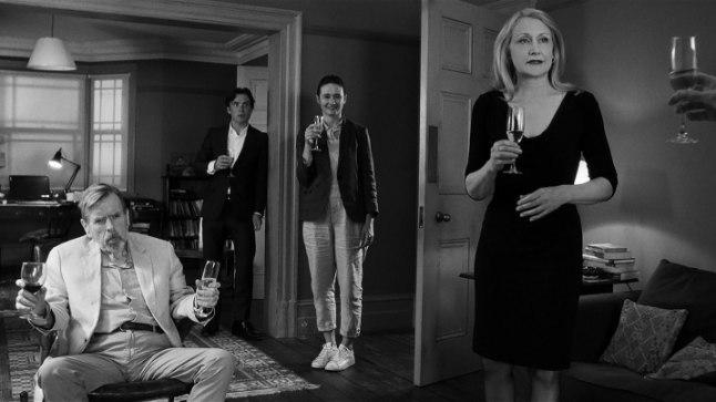 Osa kirevast peoseltskonnast ehk (vasakult) Bill (Timothy Spall), Tom (Cillian Murphy), Jinny (Emily Mortimer) ja April (Patricia Clarkson).