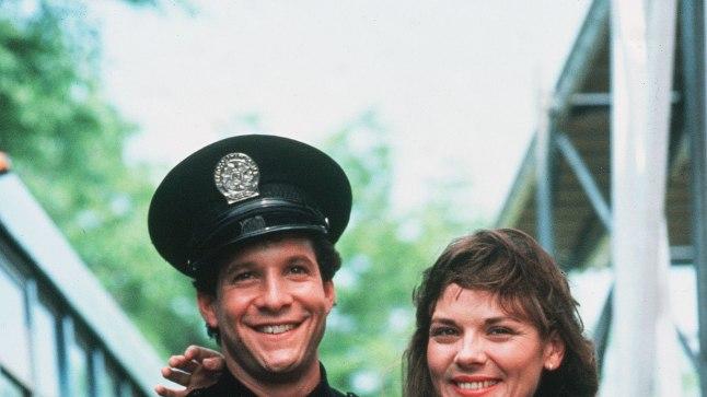 """Steve Guttenberg ja tulevane """"Seksi ja linna"""" superstaar Kim Cattrall esimeses """"Politseiakadeemias""""."""