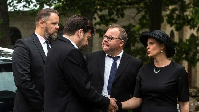 """Henry Kõrvits ehk Genka, Mait Malmsten, Ago Anderson ja Harriet Toompere komöödias """"Klassikokkutulek 2""""."""